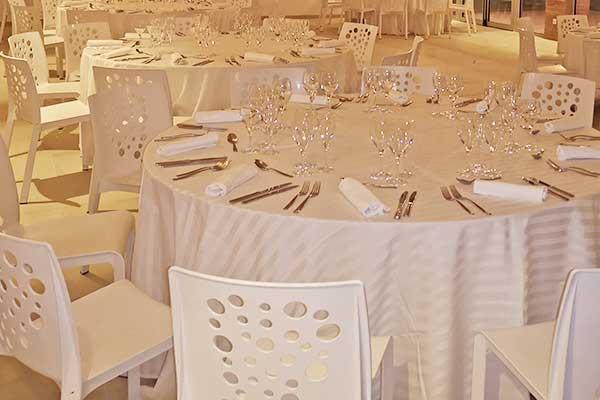 Location de tables et de chaises pour vos événements